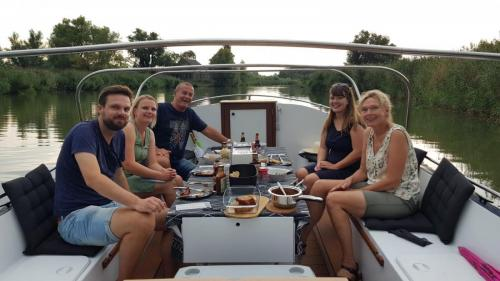 Moeders verjaardagvier je op de BBQ Boot Dordrecht!